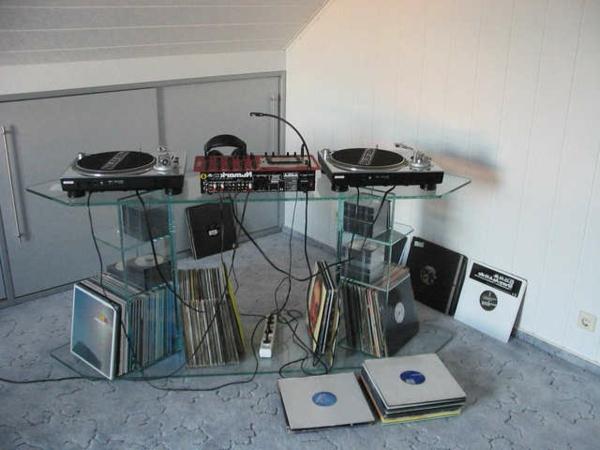 auffällige-vorschläge-für-dj-tische-in einer dachwohnung