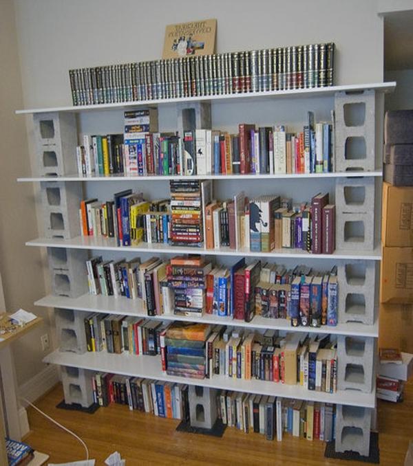 Bücherwand selber bauen  Bücherregal selber bauen - 55 Ideen! - Archzine.net