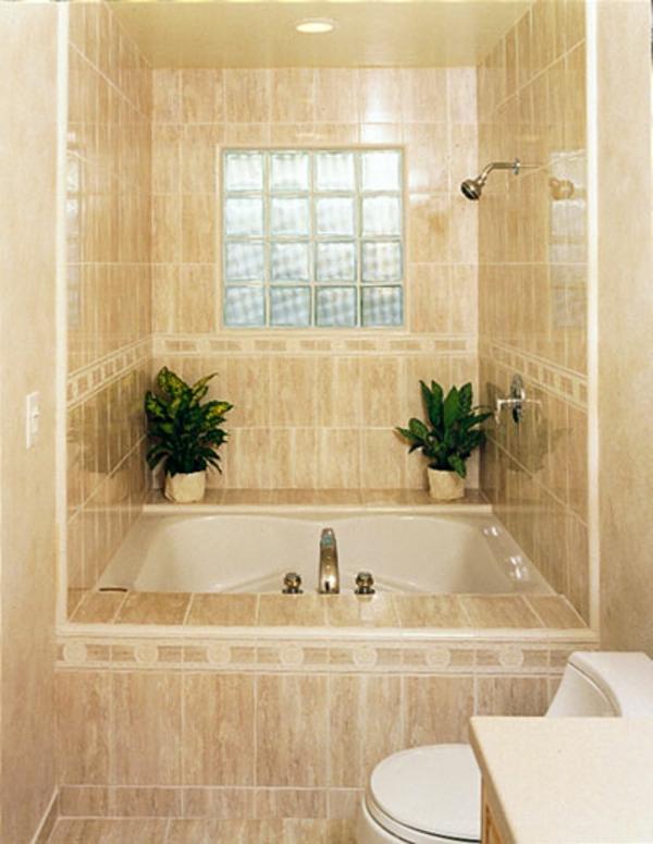 beige-badewanne-vekleiden-zwei pflanzen