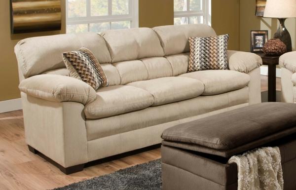 beige-sofa-wohnzimmer-hell