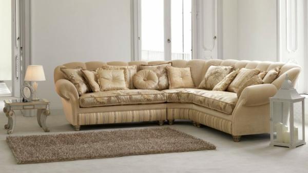 beige-sofa-wunderschön-samt