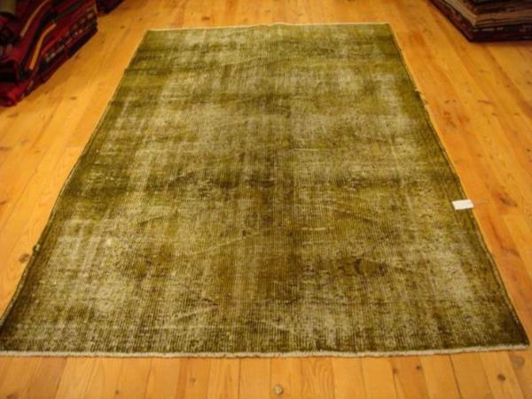 beige-vintage-teppiche- in olivgrün