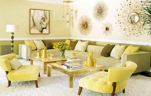beleuchtungsideen-für-wohnzimmer-gelbe-nuancen-dekokissen auf dem großen sofa