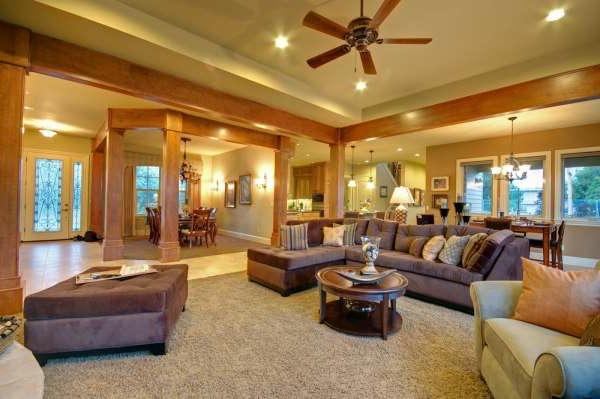 beleuchtungsideen-für-wohnzimmer-sehr elegantes sofa mit dekokissen