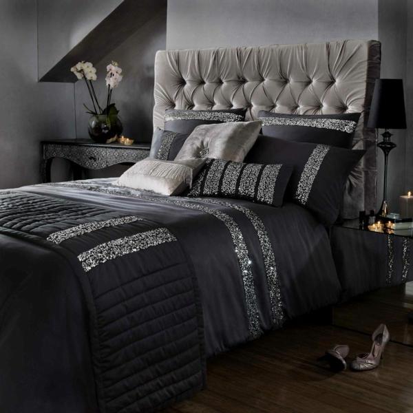 bettwäsche-in-schwarz- mit silbernen elementen