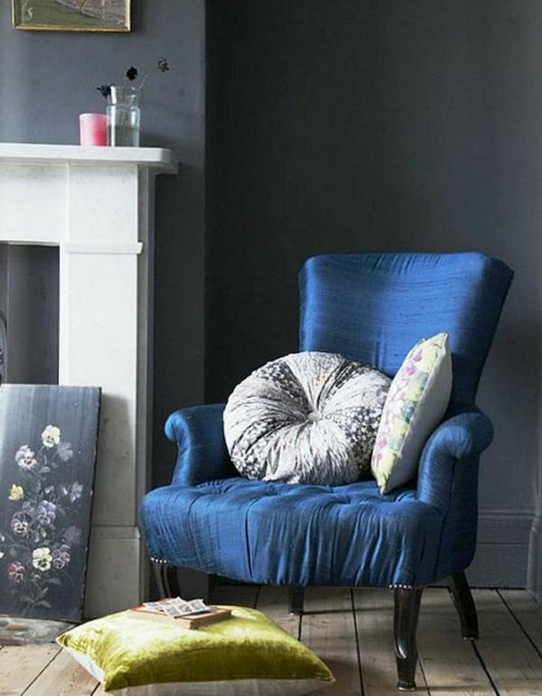 blaue-farbtöne-akzent-deko-sessel2