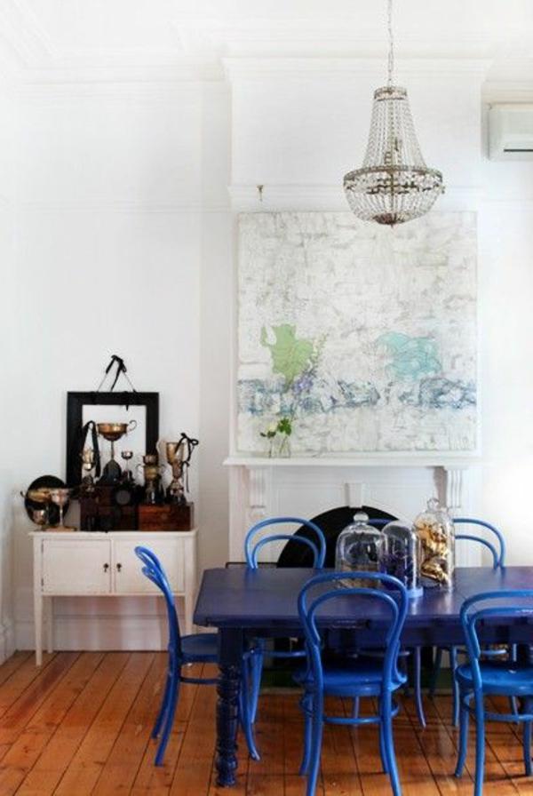 blaue-farbtöne-akzent-deko-stühle5