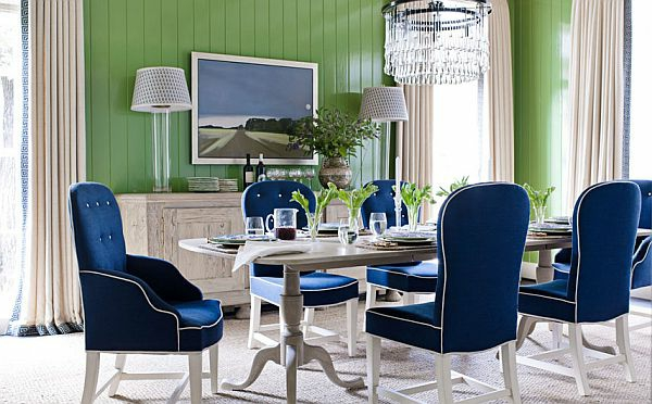 blaue-stühle-grüne-gestaltung