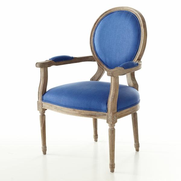 blaue-stühle-mit-holz