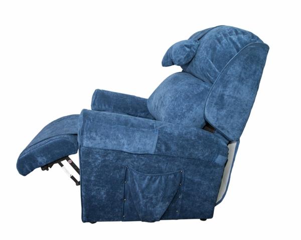 blauer-ausziehbarer-schlafsessel- weißer hintergrund