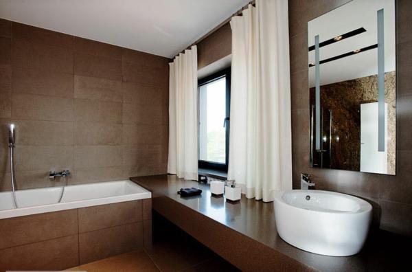 Braune Möbel Badezimmer Weiß