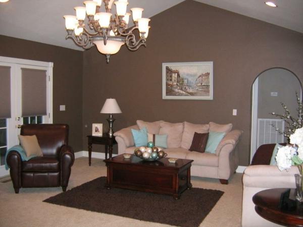 braune-möbel-wohnzimmer-bunte-azente