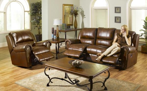 Braunes Sofa aus Samt – altmodisch oder doch im Trend?