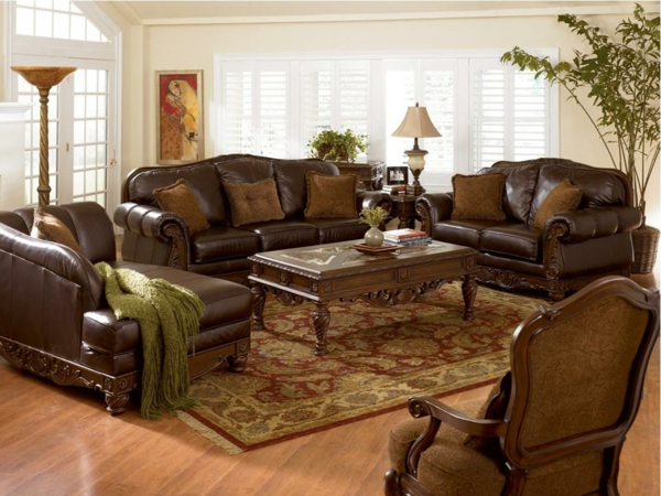 Braunes Sofa aus Leder – Ihr kleiner Schatz zu Hause