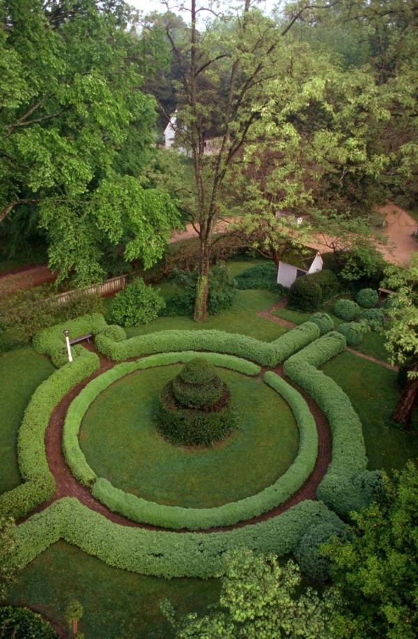 buchsbaum-formen-rundes-zentrum