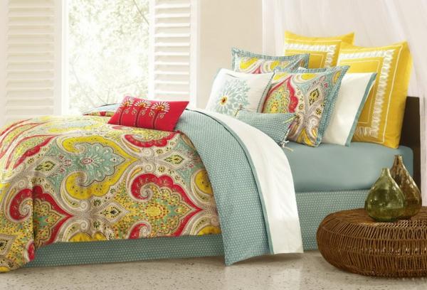 bunte-bettwäsche-mit-ornamenten-sehr-frisch-aussehen-zärtliche farben