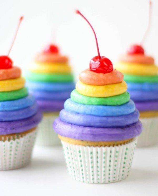 schöne-bunte-cupcakes-verzieren-cupcake-deko