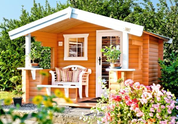 bunte -gartenhäuser-interessamte-farbe- rein in der natur