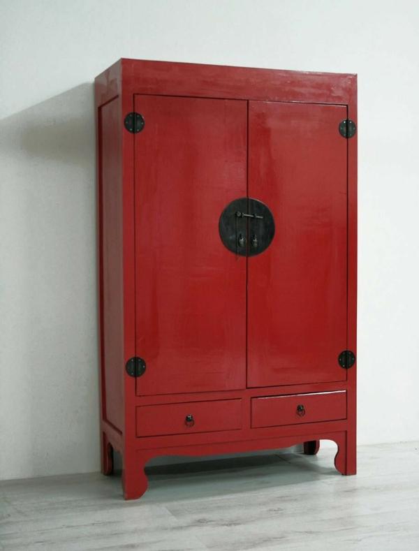 chinamöbel-ein-schrank-in-roter-farbe- vor einer weißen wand
