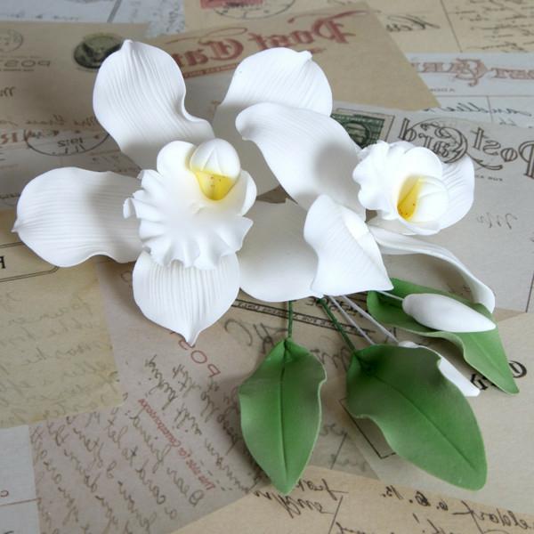 deko-mit-orchideen-kleine-blümchen