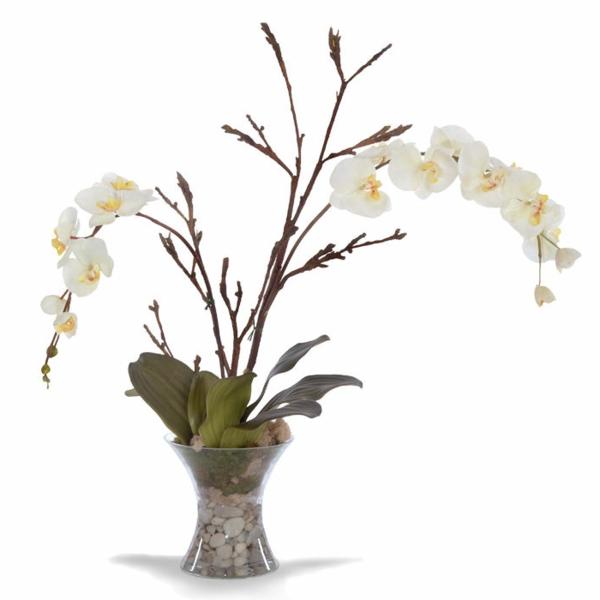 deko-mit-orchideen-weißer-hintergrund- und kleine dekorative steine