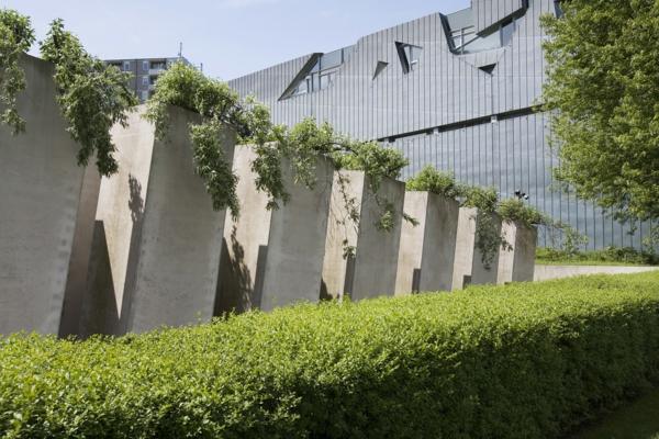 die-besten-städte-der-welt-moderne-architektur-judisches-museum-in-berlin- grüne bepflanzung
