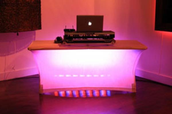 dj-pulte-originell-ideen-für-beleuchtung- moderne gestaltung