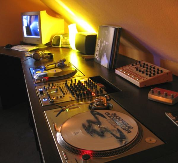 dj-tische-modern-gestaltung-interessante beleuchtung