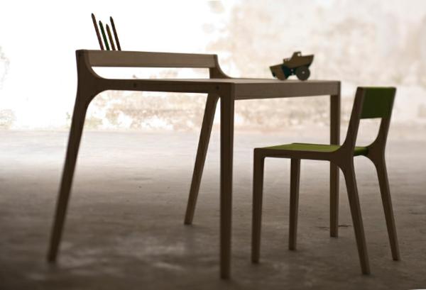 eierman-kinderschreibtisch-mit-grünem-Stuhl-aus-Holz