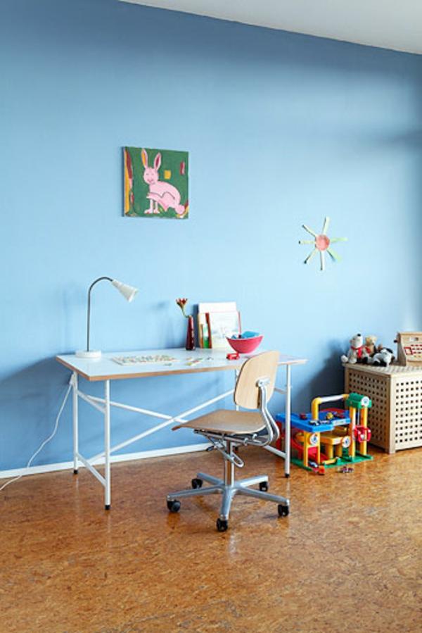 eiermann-kinderschreibtisch-mit-Bild-an-der-Wand-und eine-Sonne