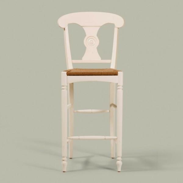 ein-weißer-stuhl-im-landhausstil- sehr interessantes modell