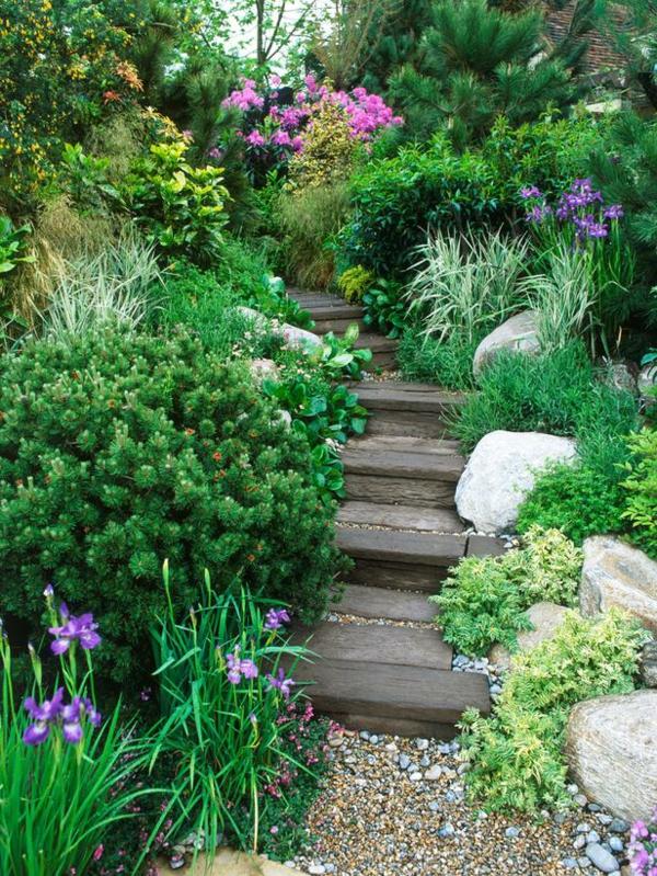 einen-schönen-garten-gestalten-diy-treppen- umgeben von grünen pflanzen