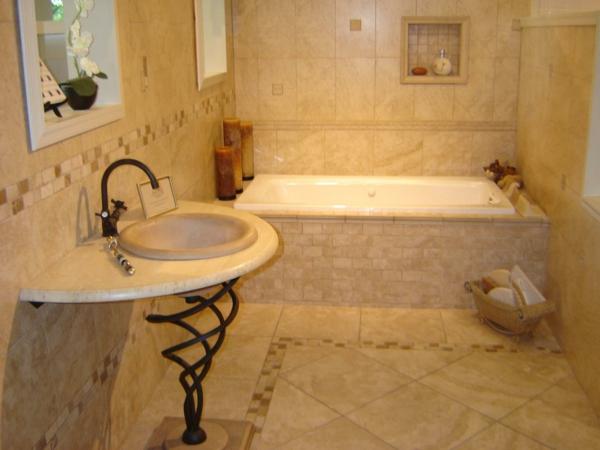 elegante-badewanne-einfliesen-weißes waschbecken