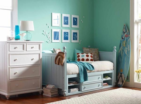 erstaunlches-kinderzimmer-turquoise-wandgestaltung-türkis-wandfarbe-weißer-schrank