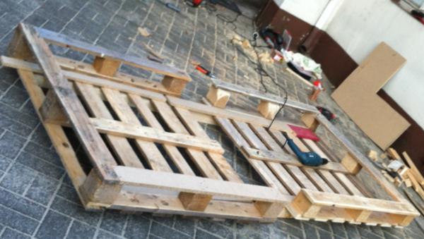 europaletten-tauschländer-einzelbett-bauen