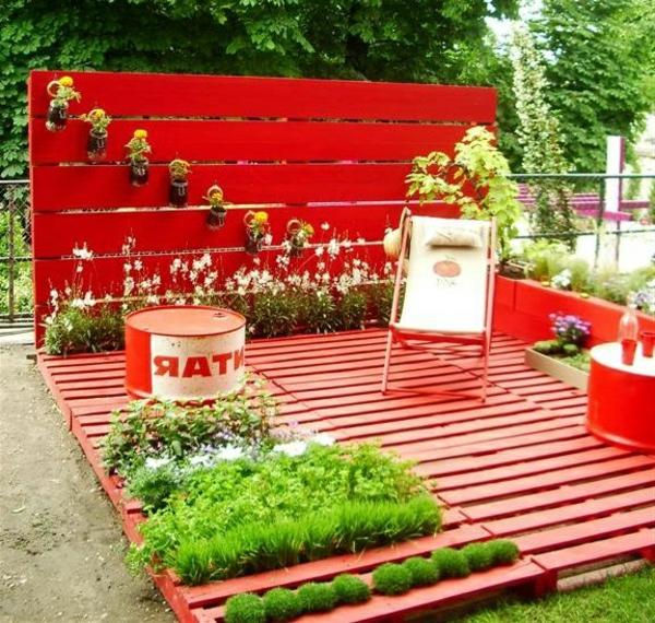 europaletten-tauschländer-garten-terrasse-rot-gestrichen
