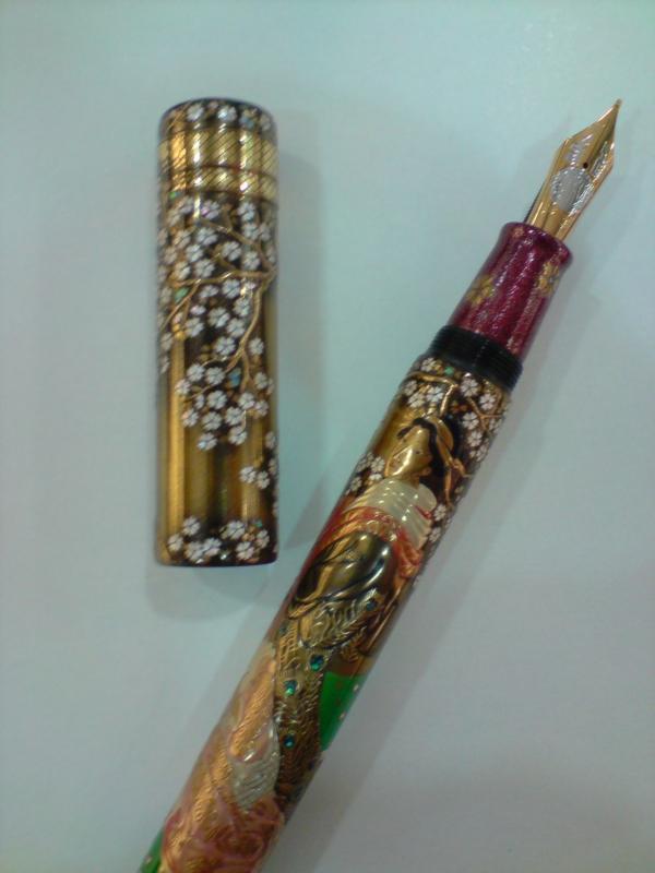 exotischer-kugelschreiber- in gelben farbschemen