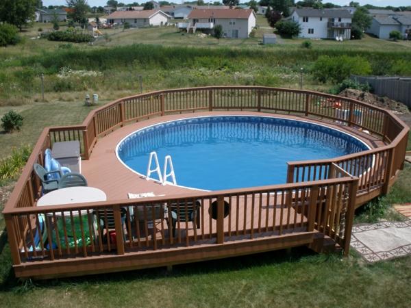 modernen pool gestalten- umgegeben vom zaun