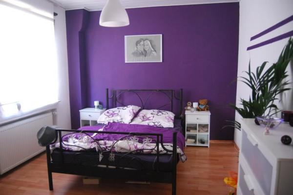 farbideen-für-schlafzimmer-gesättigte-farbe-lila