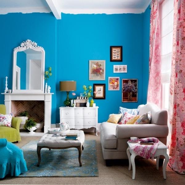 schöne-farbideen-wohnzimmer-blaue-wand-und-rosa-vorhänge