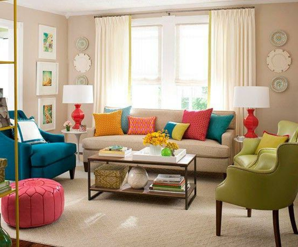 farbideen-wohnzimmer-möbelstücke-in-verschiedenen-farben