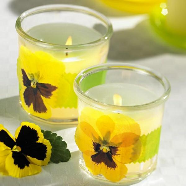 frische-sommerliche-tischdeko-mit-kerzen- gelbe blumen