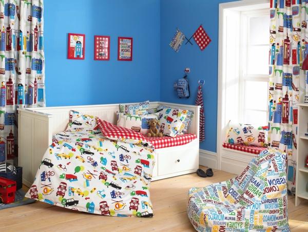 gardinen-dekorationsvorschläge-für-kinderzimmer -drei bilder an der wand
