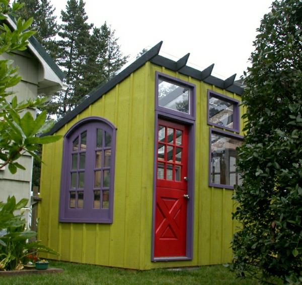 gartenhaus-teich-asiatisch-laub-bunt-interessant- lila fenster