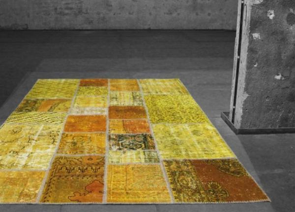 gelbe-farbe-für-vintage-teppiche- graues leeres zimmer