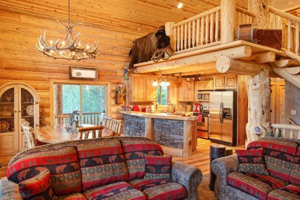 ... Geweih : Esszimmer Geweih Kronleuchter mit Sofas in Wildmotiven Holz