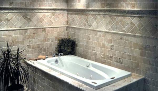 graue-und-moderne-badewanne-einfliesen-mit grünen pflanzen dekorieren