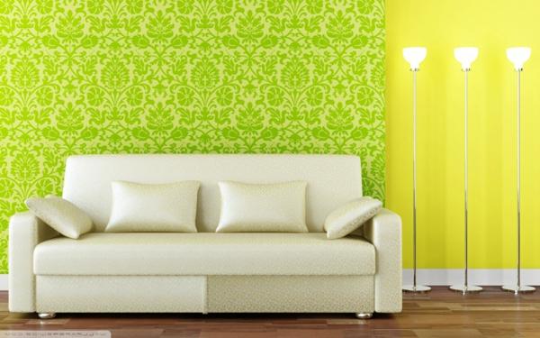 grelle-farben-wohnzimmertapeten-grün-und-gelb-cremeweißes-sofa