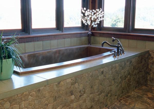 große-badewanne-vekleiden- viele fenster im badezimmer