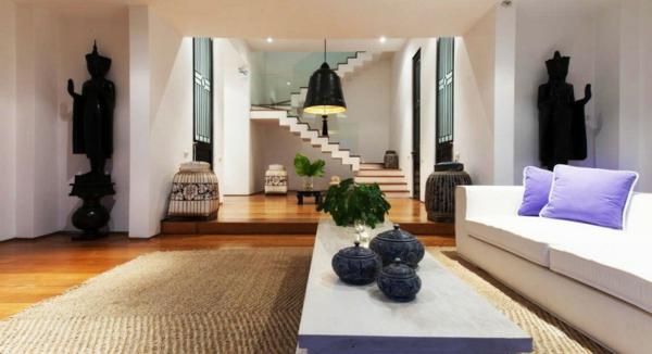 große-dekokissen-auf-einem-super-sofa- schönes wohnzimmer